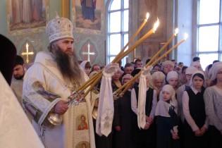 Митрополит Нижегородский и Арзамасский Георгий совершил Божественную литургию в приходе Воскресенского собора Арзамаса