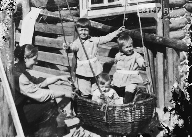 Пландин_мама Зоя Ефимовна с детьми