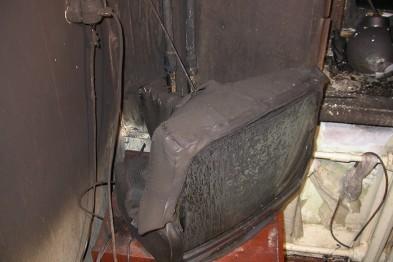 12 человек эвакуировали из-за пожара в квартире на улице Мира