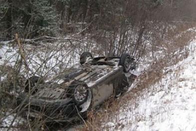 Двое человек чуть было не погибли в Арзамасском районе в результате опрокидывания автомобиля