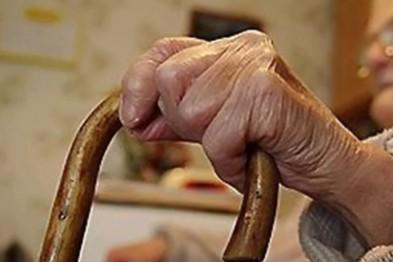 1 100 рублей похитил грабитель у пенсионерки в Сарове, приставив к горлу женщины нож