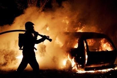 В Арзамасе вновь пылают машины