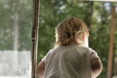 Малолетний ребенок выпал из окна пятиэтажки в Балахне