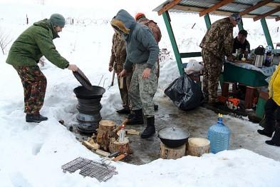 Чугунный казан попытался похитить житель Арзамаса в Нижнем Новгороде, выхватив его из рук мужчины