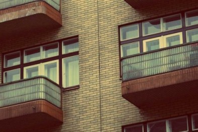 В Дзержинске девочка выпала с балкона