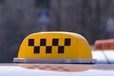 Сотрудники ГИБДД в Арзамасе проверяют таксистов