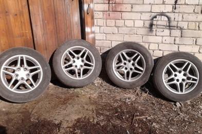 8 автомобильных колес украл 19-летний арзамасец за ночь