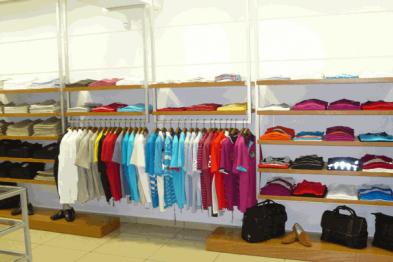 Где купить торговое оборудование для магазина одежды?