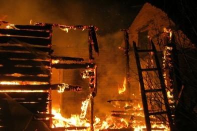 В р.п.Выездное Арзамасского района сгорели бесхозные сараи
