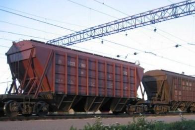 Движение по трассе R72 возле Арзамаса парализовано из-за застрявшего на переезде грузового состава