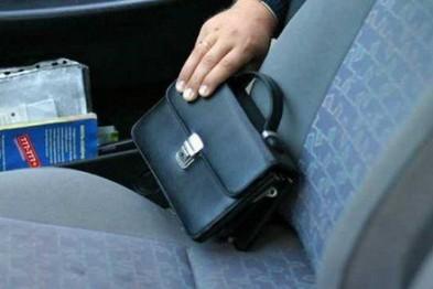 10 000 рублей похитили неизвестные через незакрытое окно автомобиля в Арзамасе