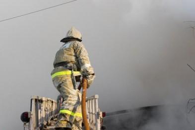 Сотрудники ГИБДД из города Бор спасли от пожара женщину с ребенком