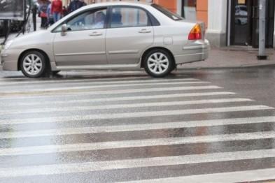 В Орле на переходе водитель сбил парня и несовершеннолетнюю девушку