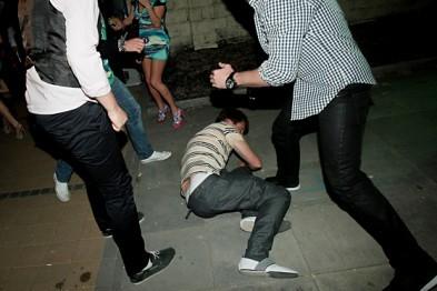 В ночном клубе в Выксе мужчина чуть не убил соперника в пьяной драке из-за девушки