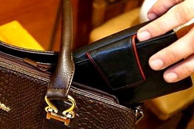 Кражу кошелька у пенсионерки раскрыли арзамасские полицейские