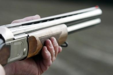 Прицельную стрельбу по людям открыл пьяный пенсионер из окна дома в Арзамасе (ФОТО)