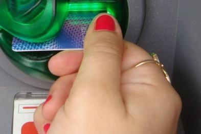 20-летняя девушка в Арзамасе похитила банковскую карту и успела снять с нее 6 000 рублей