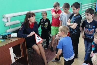 Полицейские Арзамаса в игровой форме рассказали детям о правилах ПДД