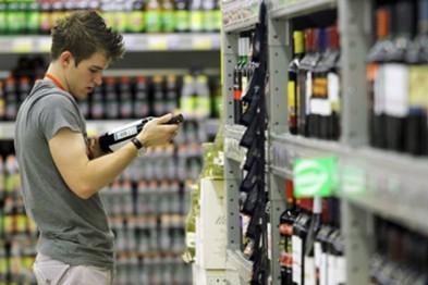 В Арзамасе полицейскими выявлен факт продажи алкоголя несовершеннолетнему (ВИДЕО)