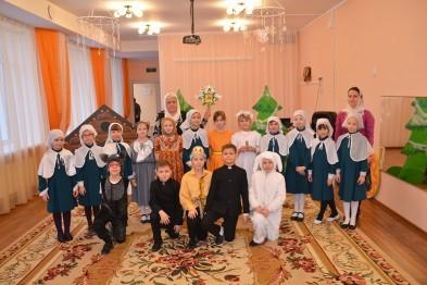 В Арзамасе православные гимназисты показали рождественский спектакль дошкольникам
