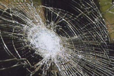 Задержан хулиган повредивший железным прутом три машины