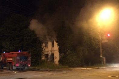 Пожар в наполовину расселенном доме произошел в Арзамасе