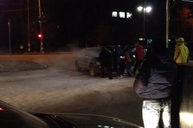 Автомобиль Audi A4 загорелся возле ТЦ Плаза
