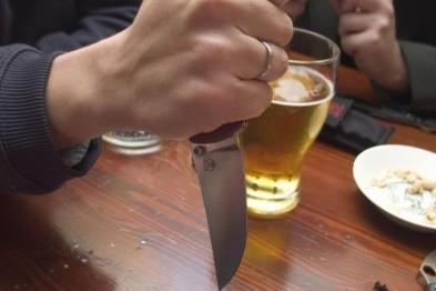 В убийстве родного брата и нападении с ножом на отчима обвиняется житель Вознесенского района