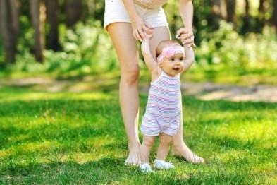 Поздравление с первыми шагами ребенка