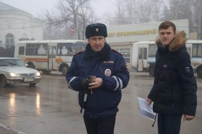 Сотрудники ГИБДД Арзамаса раздавали подарки (ФОТО)