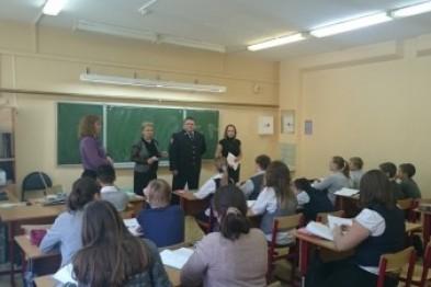 Автоинспекторы провели в школе №2 беседу со старшеклассниками