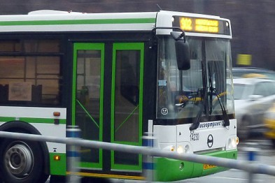 Несовершеннолетний ребенок погиб под колесами автобуса в Липецке