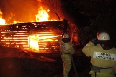 Нежилой дом загорелся от удара молнии в Нижегородской области