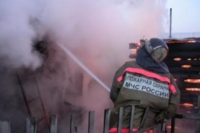 Пожарные спасли бездомного, отравившегося угарным газом на пожаре