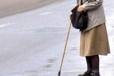 Неизвестный водитель сбил пенсионерку на улице Калинина и скрылся