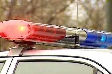 Пьяный автомобилист без прав врезался в припаркованный автомобиль, а затем и в столб
