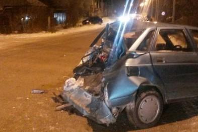 МАЗ после столкновения с легковушкой на скорости въехал в частный дом в д.Березовка Арзамасского района (ФОТО) (обновлено)