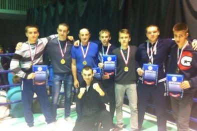 4 золотые и 3 серебряные медали завоевали спортсмены из Арзамаса на турнире в Кстово по тайскому боксу