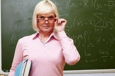 Мэр Смоленска запретил собирать с родителей учеников школ деньги, кроме средств на охрану