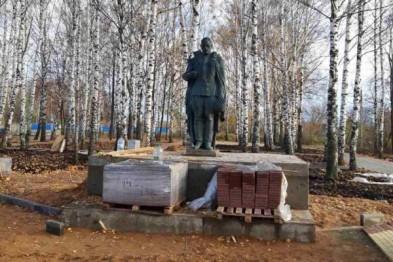 Активисты ОНФ обнаружили в Сергаче памятник ВОВ, лежащий на земле