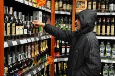 Элитный алкоголь стоимостью более 8 тыс.рублей похитила семейная пара из Шатков в Арзамасе