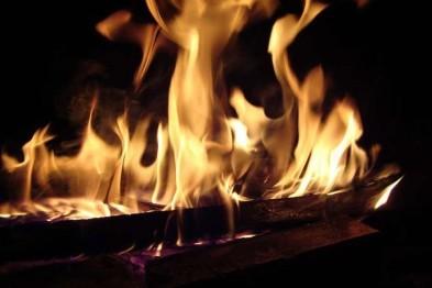 В селе Кичанзино пожар уничтожил кровлю дома и надворные постройки
