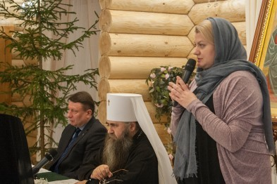 Владыка Георгий и мэр Арзамаса Татьяна Парусова поблагодарили меценатов
