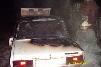 Припаркованный ВАЗ-2107 вспыхнул из-за неисправной электропроводки в Арзамасском районе