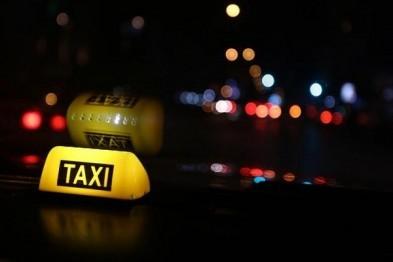 Изнасиловать и ограбить попытался пассажирку таксист в Нижнем Новгороде