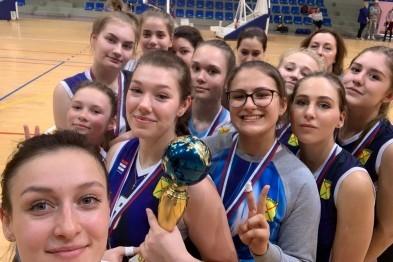 Арзамасские волейболистки вернулись победителями с областных совернований