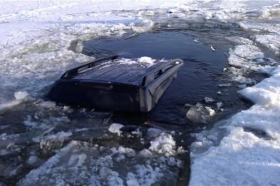 Гибелью закончилась поездка по льду на машине для двух нижегородцев