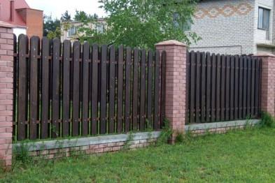 Кирпично-деревянные заборы