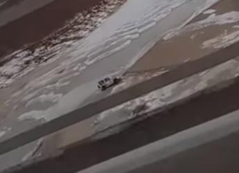 Катание по льду на автомобиле чуть не закончилось трагедией для жителя Благовещенска