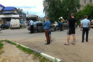 """Пенсионерка серьезно пострадала при столкновении иномарки с """"десяткой"""" на улице Мира"""
